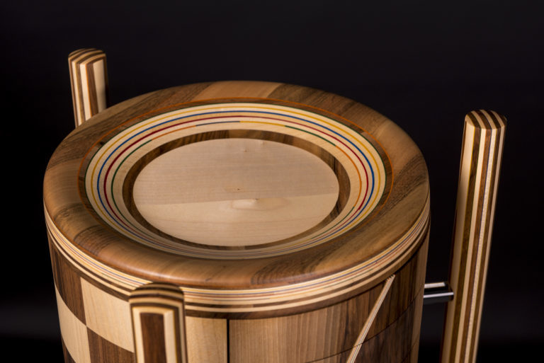 atelier-daniel-pelegrin-artisan-art-ebeniste-sculpteur-cylindre-douze-tiroirs-marqueterie-noyer-sycomore-768x513